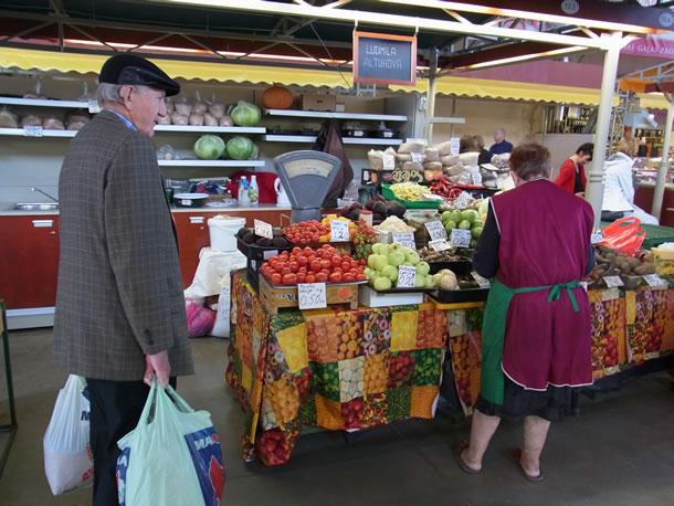 Riga: de markthallen bij het station (foto: Blini Reizen)