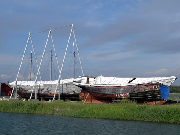 Estse Eilanden: boten op Hiiumaa (foto: Karin & Theo)