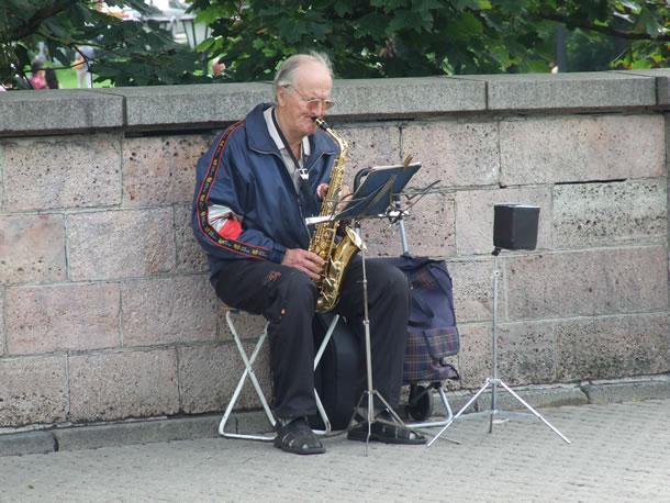 Letland: straatmuzikant in Riga (foto: Blini Reizen)