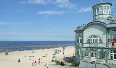 Het strand van Jurmala bij Riga