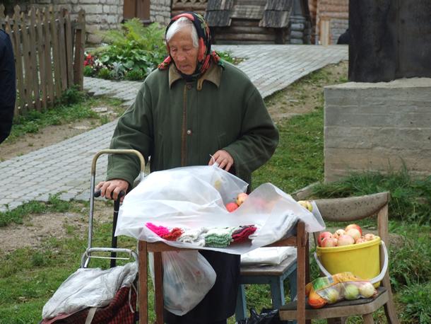 Groente verkopen op het Russische platteland