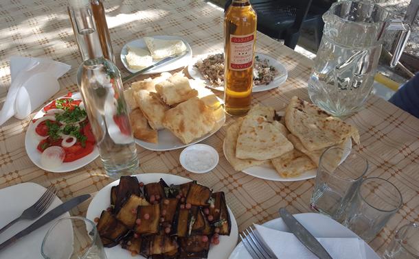 Georgië culinair: onderweg eten bij mensen thuis (foto: Blini Reizen)