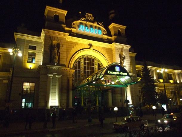 Met de trein door Oekraïne: het station van Lviv (foto: Blini Reizen)
