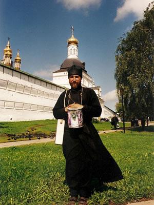 Sergiev Posad: monnik voor de kloostermuren
