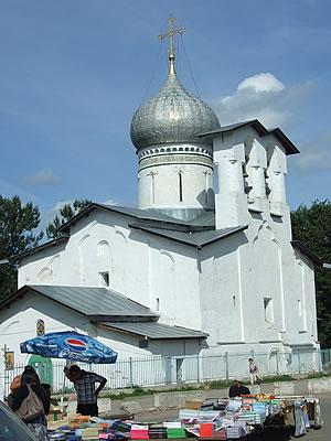 Pskov: de Tserkov' Petra I Pavla S Buya-kerk