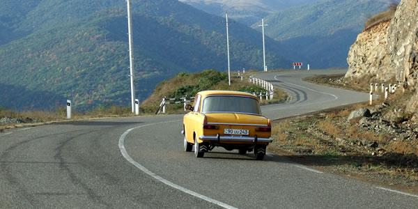 Self-drive Kaukasus: verkeer onderweg in Armenië