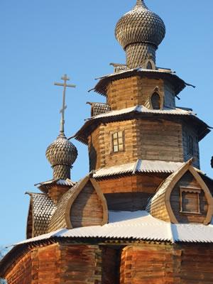 Suzdal: een van de typerende houten kerken