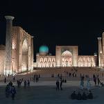Tip Samarkand: bezoek het Registan ook in het donker (foto: Blini Reizen)