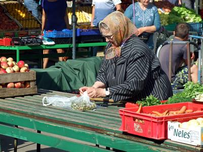 Verkoop eigen producten bij de markthallen in Riga